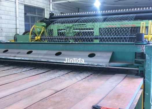 High Accuracy Wire Mesh Cutting Machine Automatically Crimped Wire Mesh